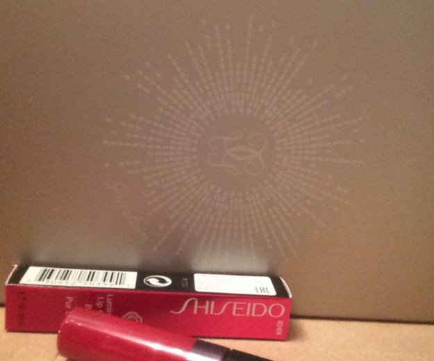 Shiseido блеск для губ. Фото 2. Москва.