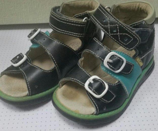 Обувь детская 22 размер 500р за 2 пары. Фото 1. Санкт-Петербург.