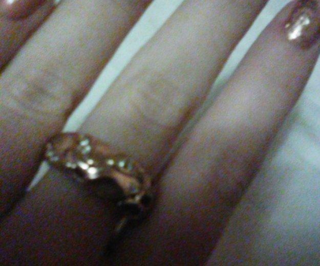 Кольцо с цирконами. Фото 1.