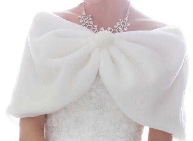 Новая свадебная меховая накидка с брошью. Фото 1. Санкт-Петербург.