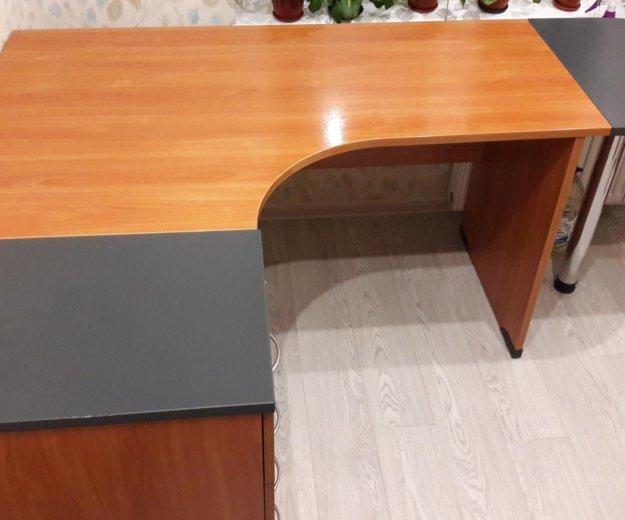 Стол письменный стол тумбой. Фото 1. Казань.