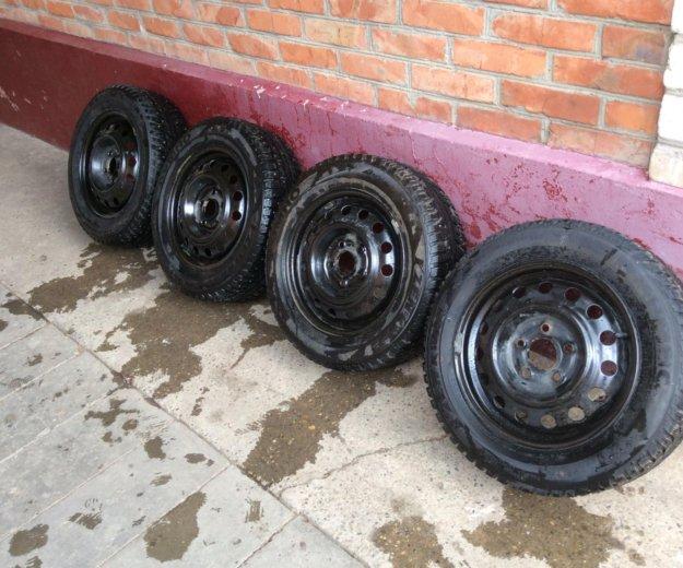 Комплект зимних колёс kumho 195/60 r15 (шипы). Фото 1. Новороссийск.