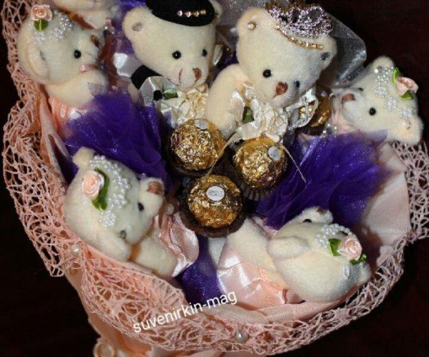 Букеты из игрушек, конфет,атласных лент. Фото 1. Ногинск.