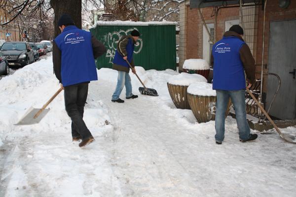 Уборка снега. Фото 1. Оренбург.