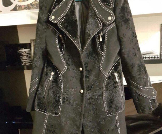 Пальто можно одивать с поясом,есть в наличии. Фото 1. Сочи.