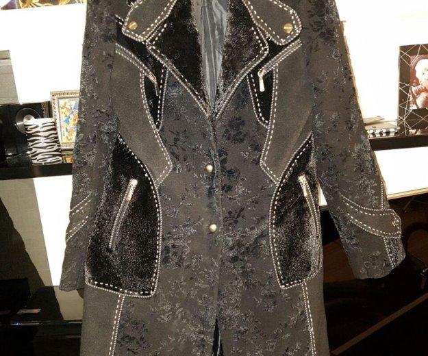Пальто можно одивать с поясом,есть в наличии. Фото 2. Сочи.