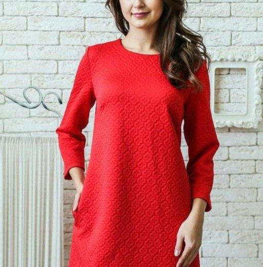 Платье красное трикотаж жаккард. Фото 1. Хабаровск.