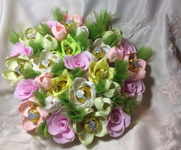 Искусственный букет цветов с конфетами. Фото 1. Красноярск.