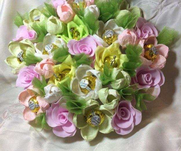Искусственный букет цветов с конфетами. Фото 2. Красноярск.