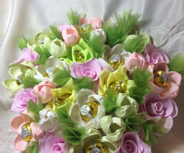 Искусственный букет цветов с конфетами. Фото 3. Красноярск.