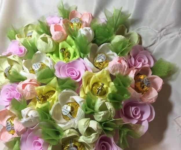 Искусственный букет цветов с конфетами. Фото 4. Красноярск.