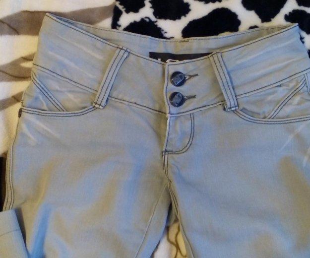 Светло серые джинсы. Фото 1. Пермь.