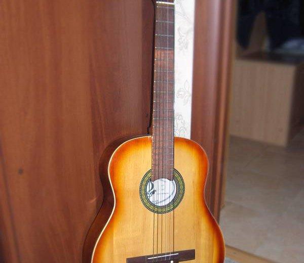 Гитара акустическая шестиструнная. Фото 1. Москва.