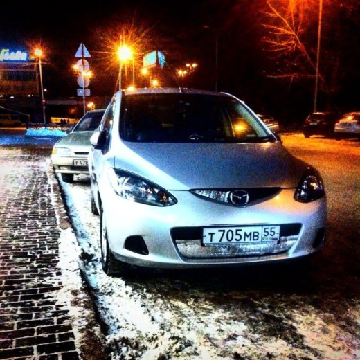 Mazda demio 2010 года, серебр. металлик. Фото 1. Омск.