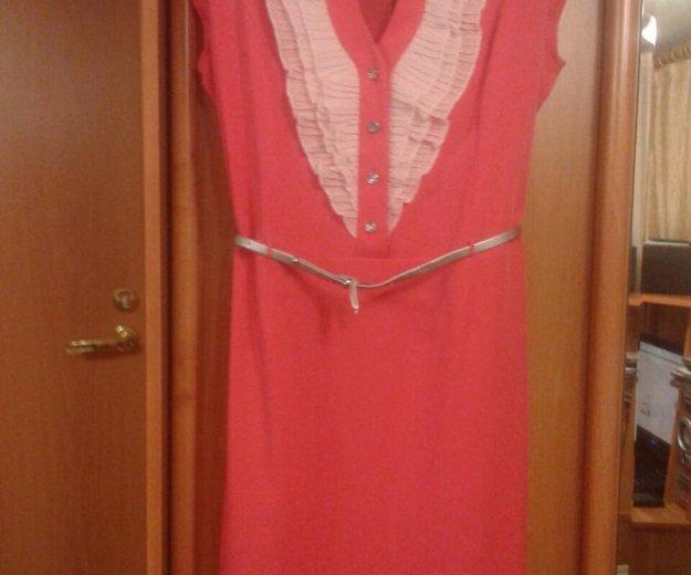 Платье коралловое с серебряным поясом. Фото 1. Краснодар.