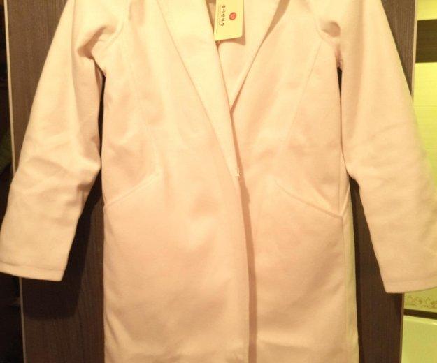 Новое пальто легкое белое 42/44 р-р. Фото 1. Одинцово.