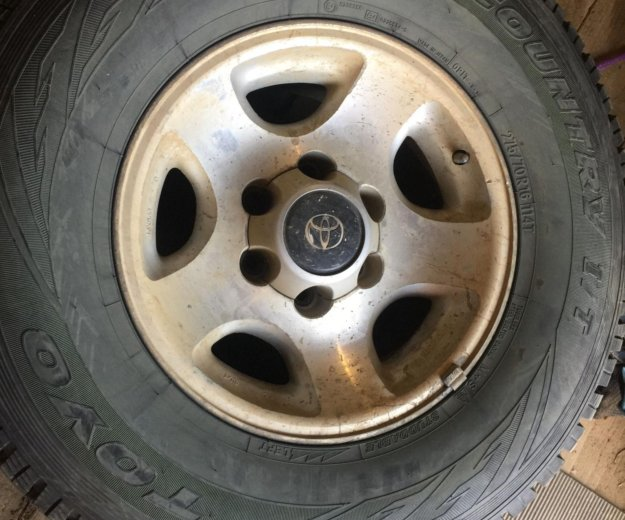 1 колесо новое, висело на запаске от lc80. Фото 3. Кодинск.