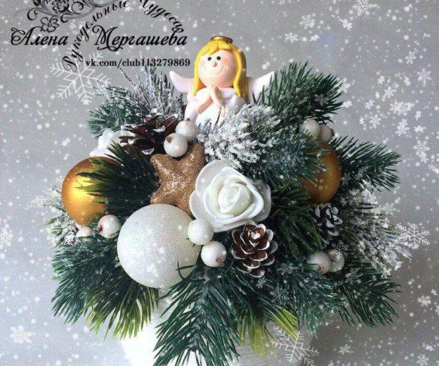 Новогодняя настольная композиция с ангелочком.. Фото 1. Казань.