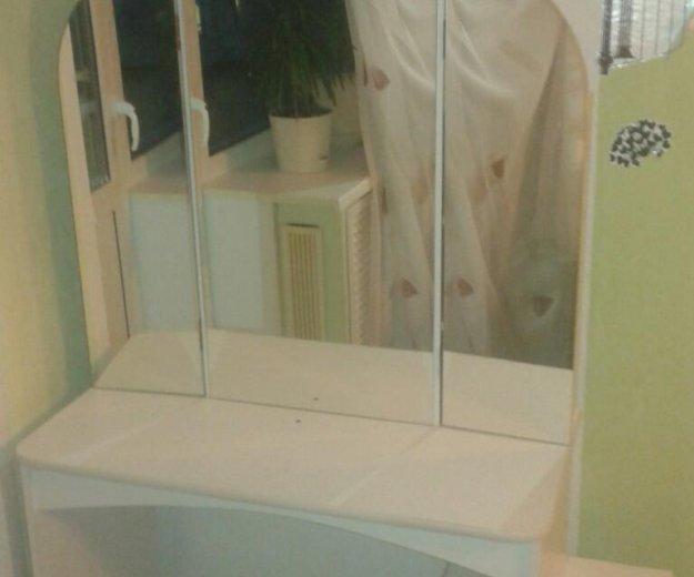 Косметический столик. Фото 1. Новоуральск.