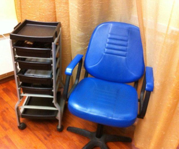 Парикмахерское кресло и тележка, б/у. Фото 1. Мытищи.