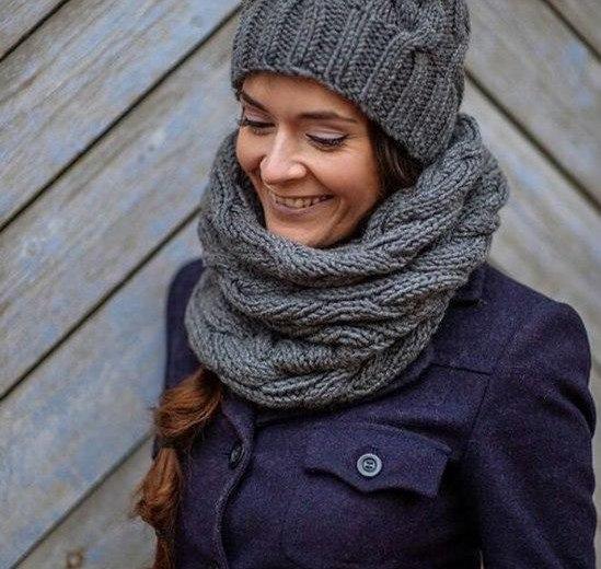 Вязаные шапки, шарфы, снуды, варежки ручной работы. Фото 1. Ставрополь.