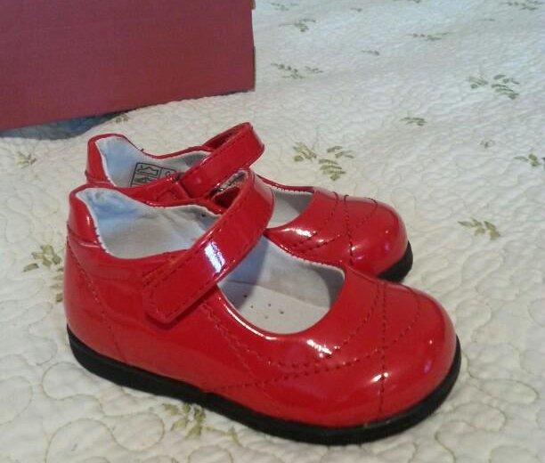 Новые туфли для девочки. Фото 1.