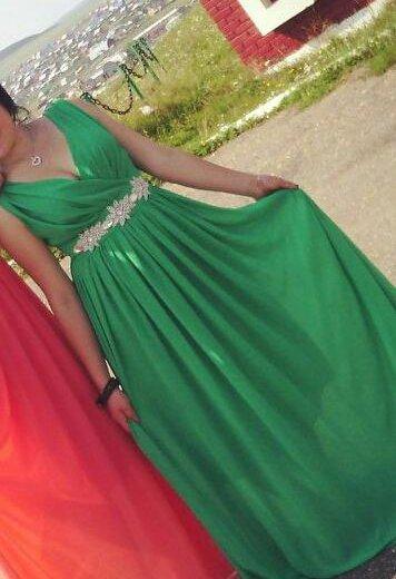 Продам красивое платье (одевалось один раз на свад. Фото 1. Уфа.