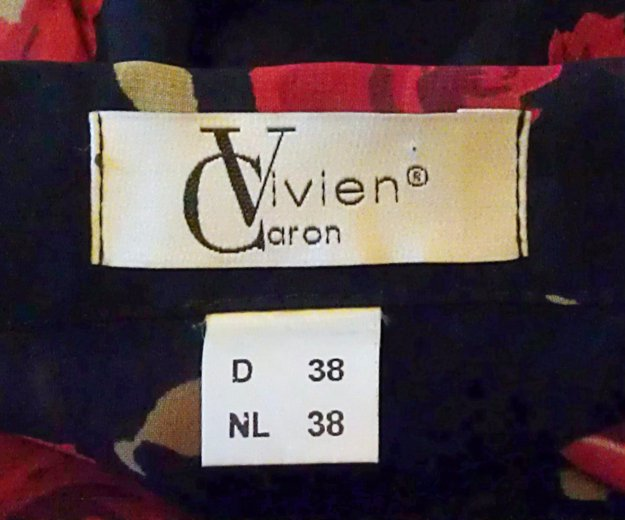 Блузка чёрная с красными розами, vivien caron.. Фото 1. Подольск.