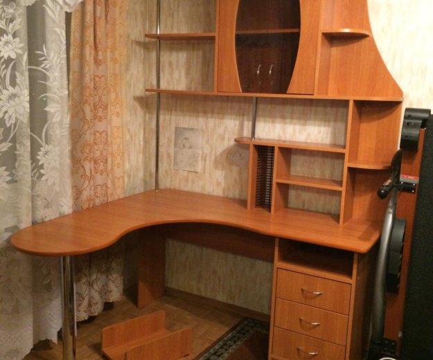 Компьютерный стол с надстройкой-стеллажом. Фото 1. Санкт-Петербург.
