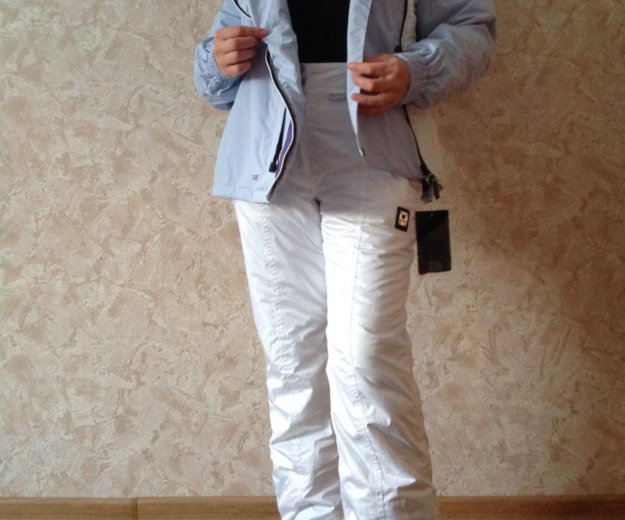 Новый женский горнолыжный костюм. Фото 1. Москва.