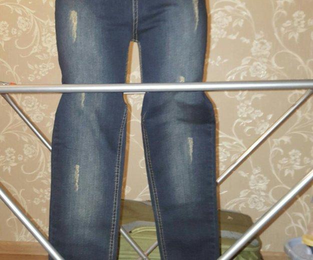 Распродажа новые джинсы на завышенной талии. Фото 2. Видное.