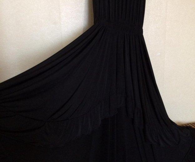 Платье со шлейфом. Фото 1. Серов.