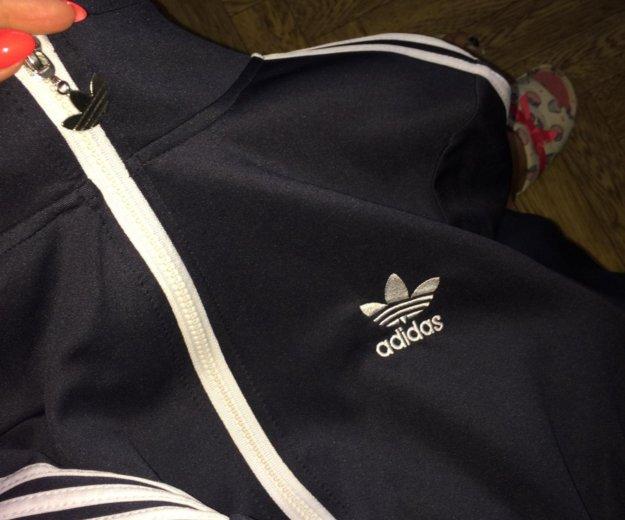 Спортивный костюм adidas. Фото 2. Екатеринбург.
