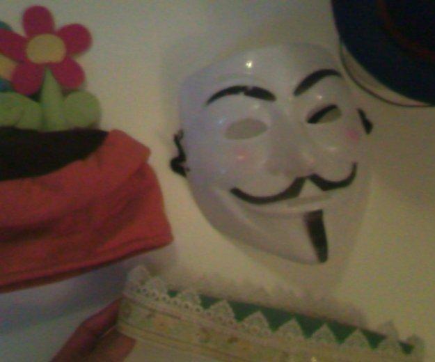 Короны, маска, шляпка. Фото 2. Москва.