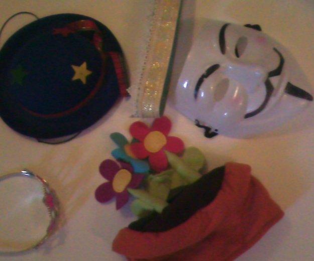 Короны, маска, шляпка. Фото 4. Москва.