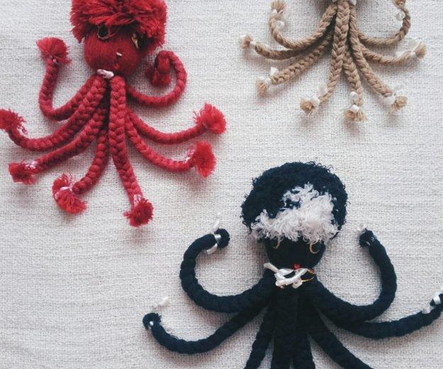 Осьминоги из ниток. Фото 1. Химки.
