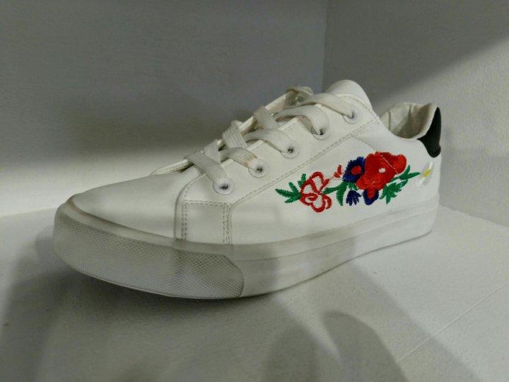 65ad1f3a4d03 Кеды Gucci с цветочком – купить в Москве, цена 1 700 руб., продано 5 ...