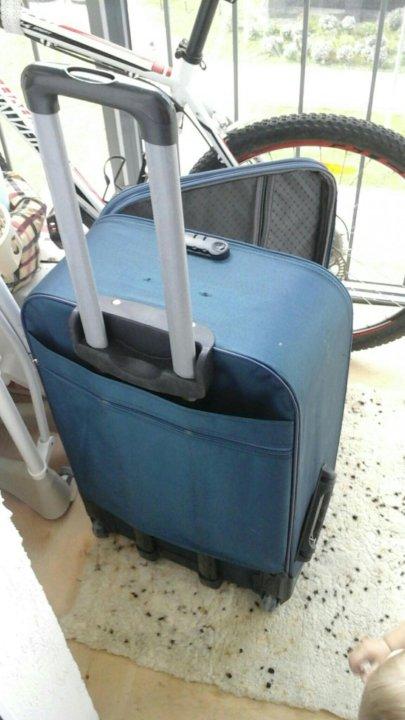 5a131526a5de Чемодан на колесах – купить в Екатеринбурге, цена 500 руб., продано ...