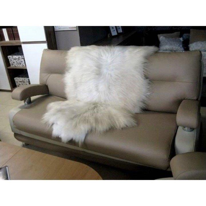 Накидка из овчины на диван фото