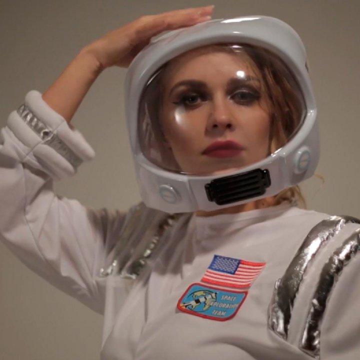 plastic astronaut helmet - 720×720