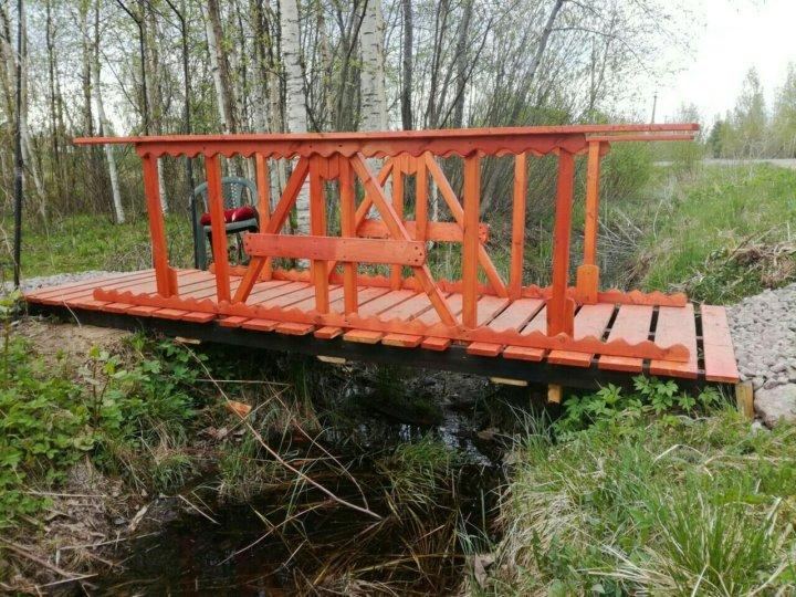 мостик через канаву фото має повне