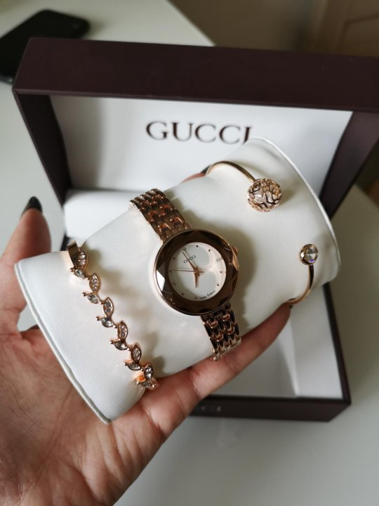 Часы Gucci с браслетами