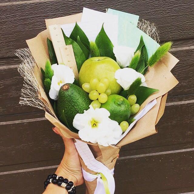 Букеты из фруктов и цветов на 1 сентября своими руками, цветов