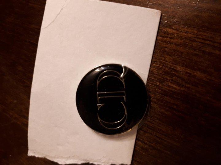 Значок Dior – купить в Лобне, цена 200 руб., дата размещения  06.01 ... c8a551acef9