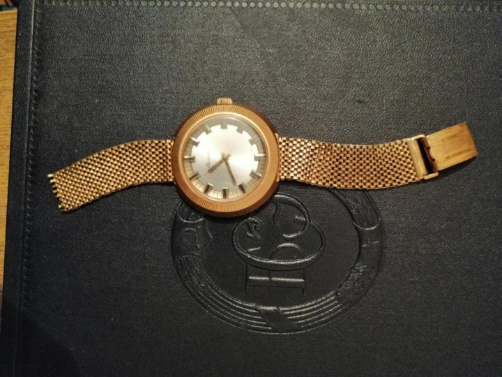 Часов желтом в стоимость корпусе ракета золотые кому часы продать