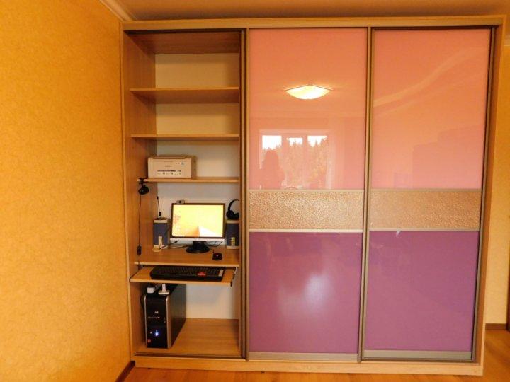 фото встроенных шкафов купе со столом используемый для измерений