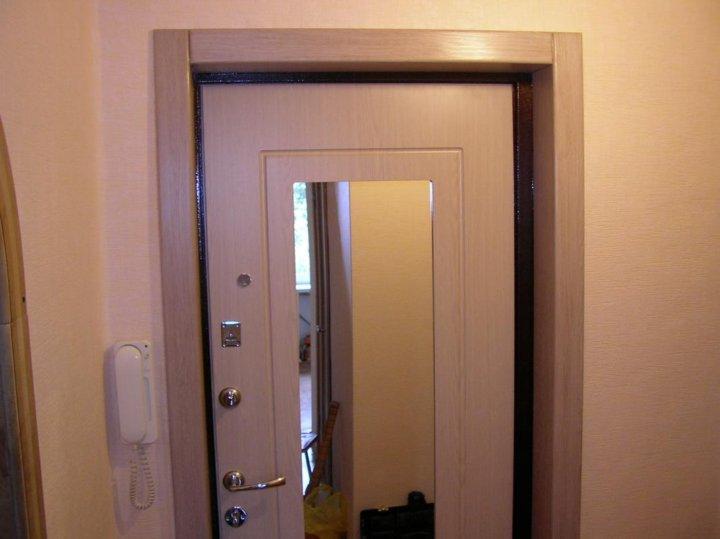 Оформление входной двери внутри квартиры фото