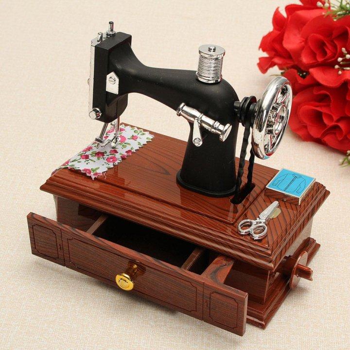 открытка в виде швейной машинки начинающих