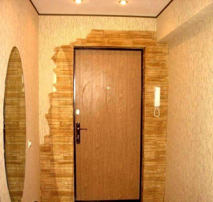 Отделка декоративным камнем вокруг двери фото