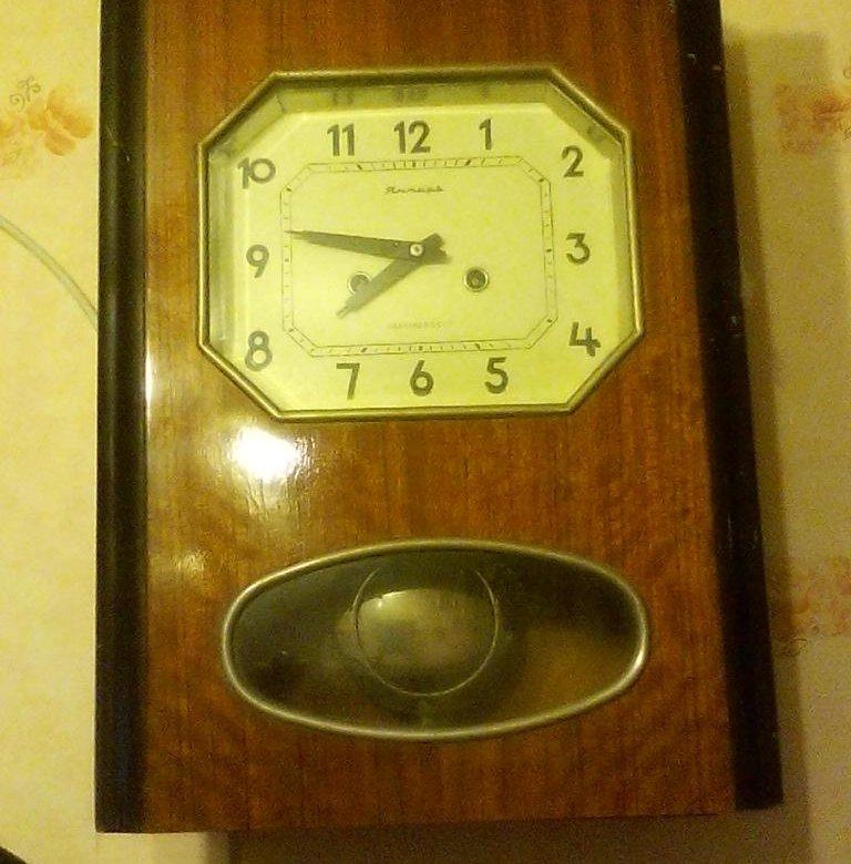 Старинные настенные фриские часы с боем, производство голландия.